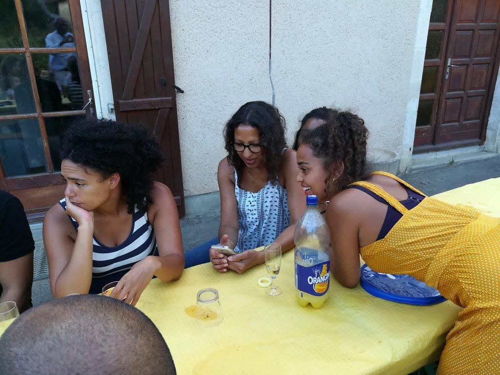 Entre-nieces-et-cousinnes.jpg