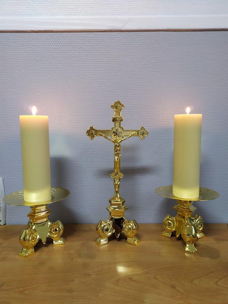 cierges-croix.jpg
